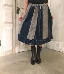 Switching skirt