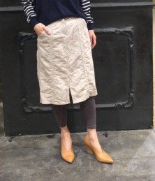 Skirt with ground pattern and slit