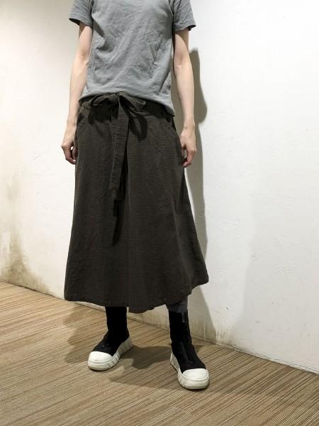 Skirt with check tack