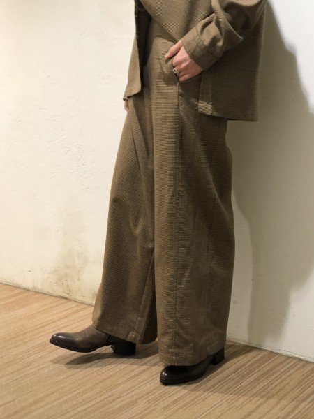 Staggered wide pants